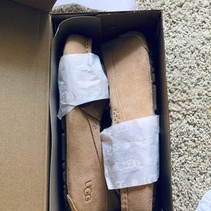 NWT never worn ugg shearling slippers ladies sz 10